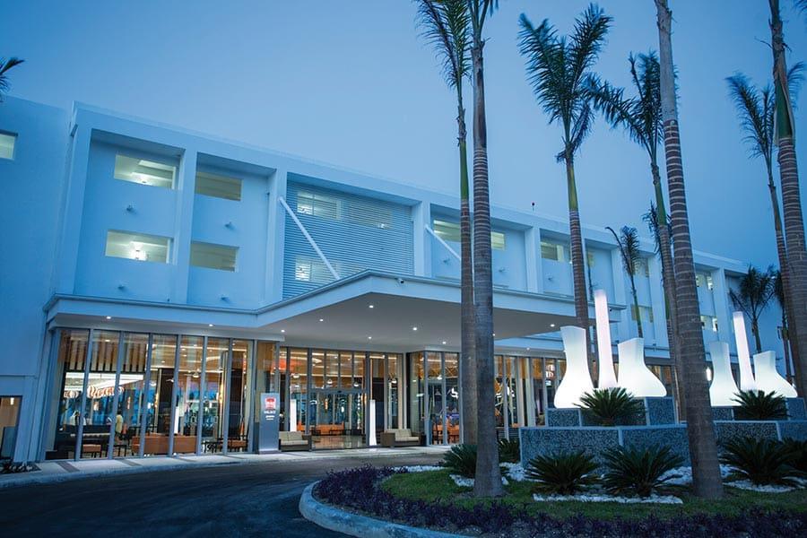 Hotel-RIU-Palace-Jamaica-Entrance