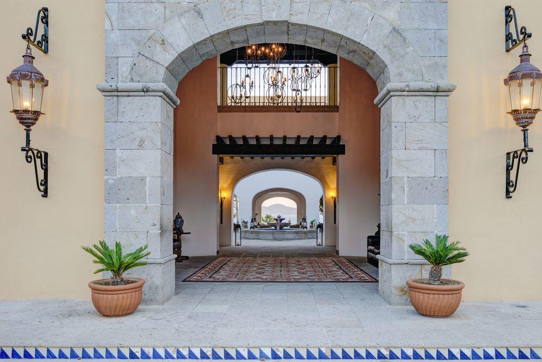 Casa-del-Mar-Resort-Entrance